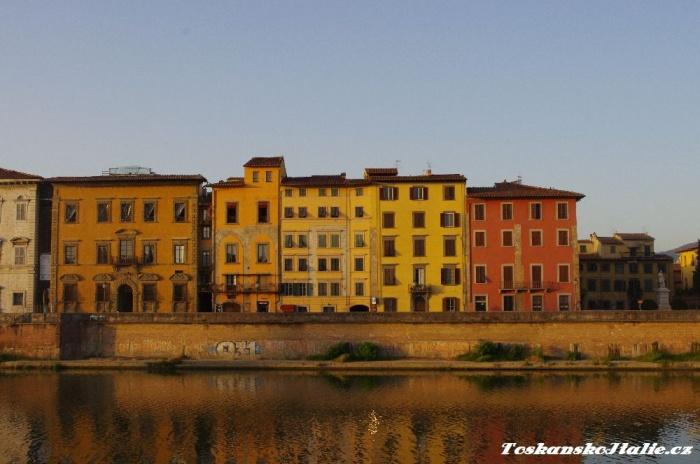 Arabská čtvrť za řekou Arno